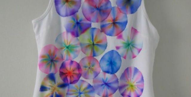 Napravite sjajne šare na beloj majici – markerima