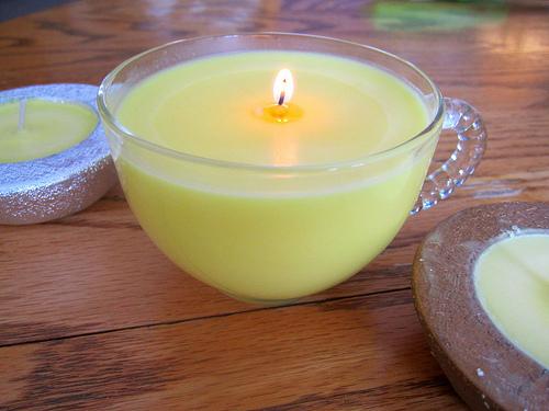 sveća koja tera komarce