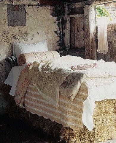 u krevetu od sena