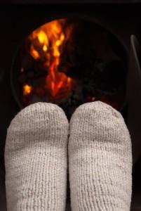 noge kraj vatrice