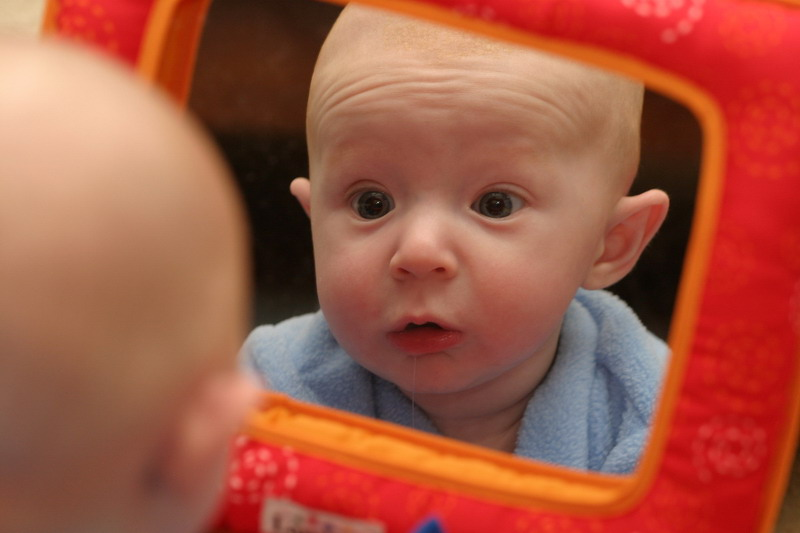 beba ogledalo