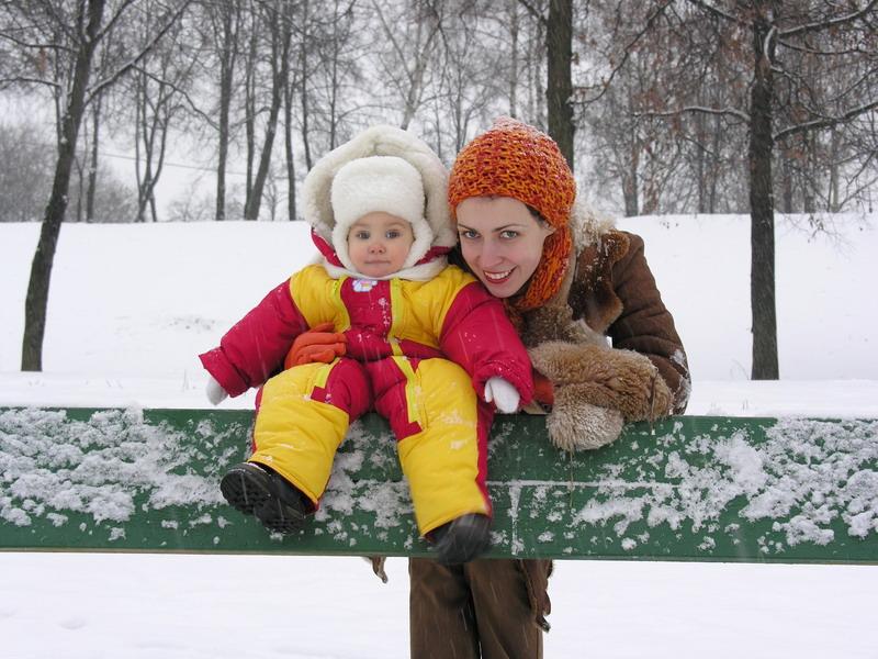 mama i beba na snegu