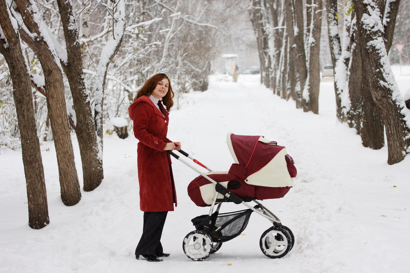 mama i kolica sneg