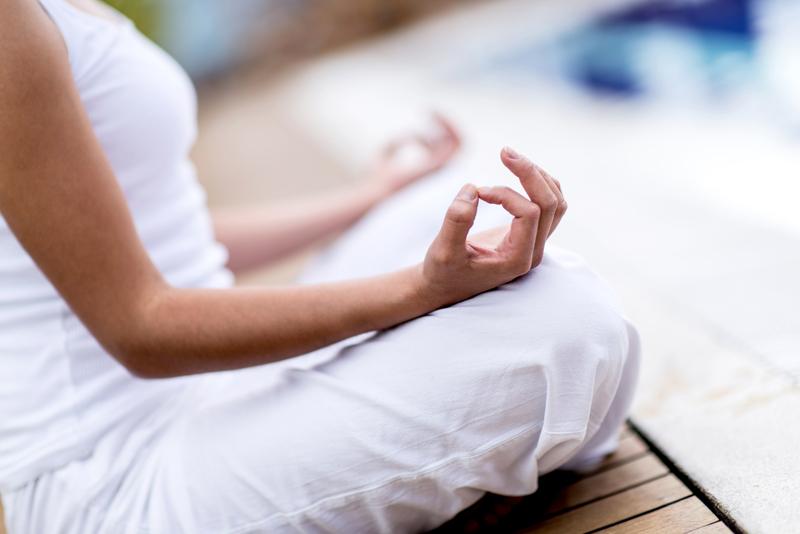 žena meditira