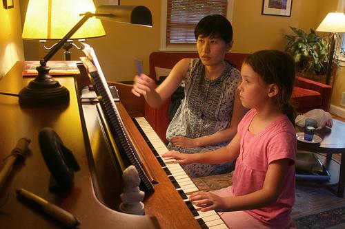 devojcica klavir