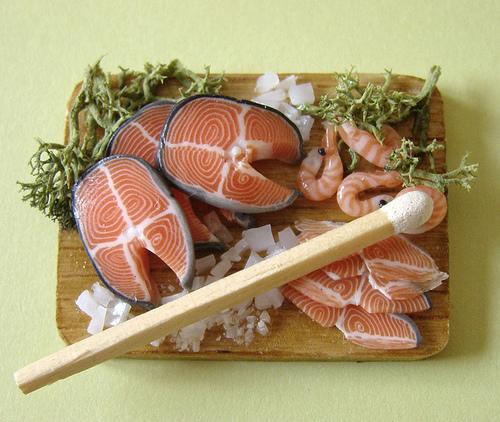 riba na dasci za secenje