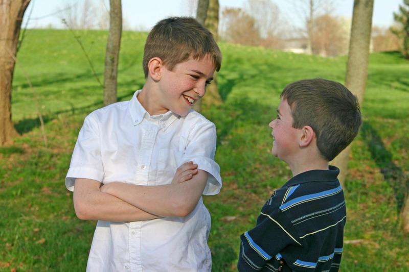decaci razgovaraju