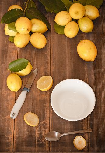 limunovi na stolu izrezani