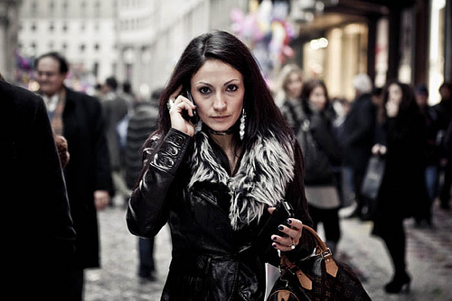 mobilni telefon devojka 1