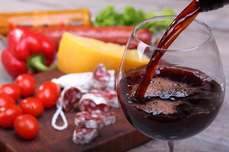 crveno vino i meza