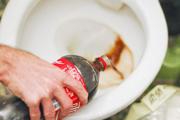 očistite WC šolju