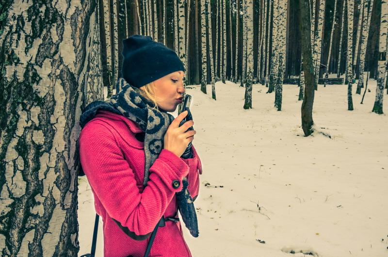 devojka telefon