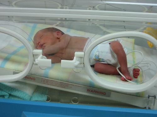 beba u inkubatoru
