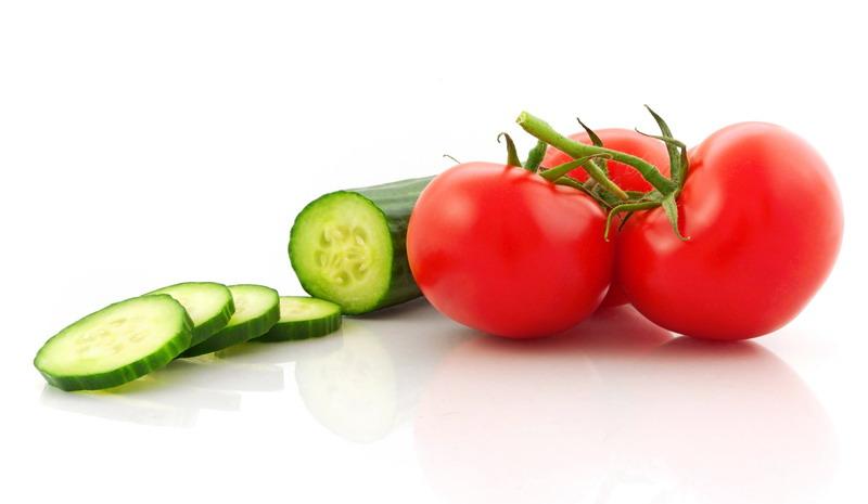 paradajz i krastavac bela pozadina