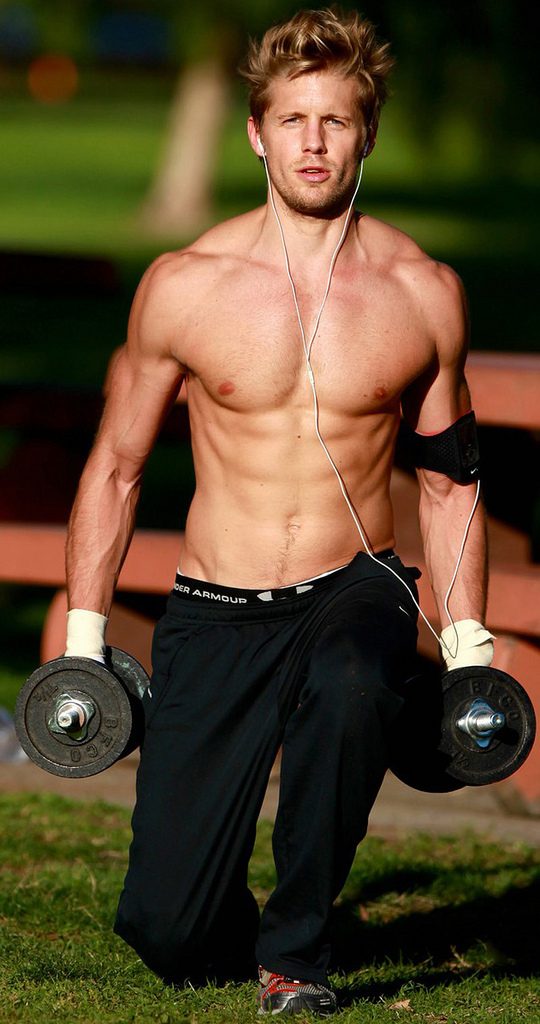EXCLUSIVE: The CW's 'Hellcats' leading man Matt Barr flexes his muscles with an intense workout, LA.